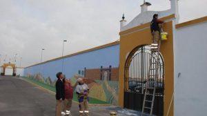 El cementerio de Tomares estrena nuevo nombre y un mosaico en uno de los muros exteriores
