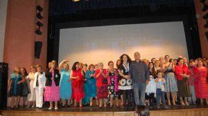 Decenas de vecinos alcalareños estuvieron presentes en el estreno de la película