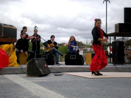 El grupo flamenco Cardinales durante su actuación en la séptima Feria de Abril-Tablao Flamenco de Uruguay / Juan C. Romero