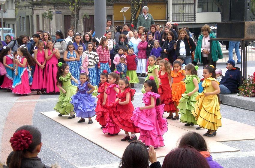 Por el tablao de la Feria de Abril- Tablao Flamenco de Uruguay pasaron numerosas escuelas de baile famenco que gozan de gran reconocimiento en Montevideo / Juan C. Romero