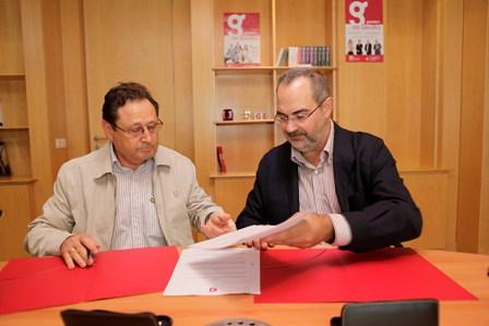 Momento de la firma entre ambas instituciones/Cajasol Voley