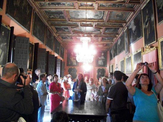 Los visitantes han podido conocer mejor siete edificios emblemáticos, como el Palacio Arzobispal (fotografia)