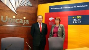 Francisco Villalba, consejero delegado de Analistas Económicos de Andalucía, y Felisa Becerra, coordinadora del informe. /SA
