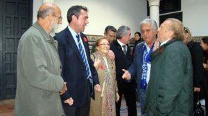 Juan Espadas junto al el delegado de Cultura en Sevilla, Bernardo Bueno y algunos artistas flamencos /SA