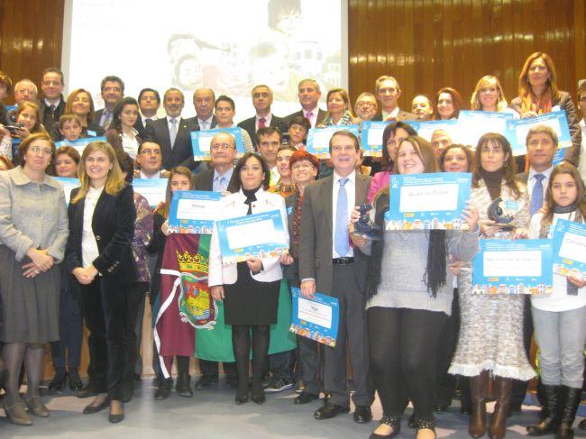 Foto de familia de los municipios premiados por UNICEF