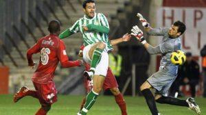 Jorge Molina marca el primer gol del Betis/Antonio Pizarro