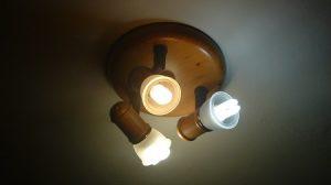 La nueva subida en la factura de la luz se traduce en unos 51 euros más al año, según la OCU/A.Copete