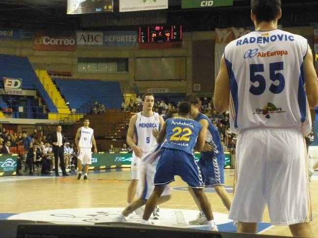 Radenovic lideró la anotación del Menorca en su vuelta a San Pablo/lidiagagliardi