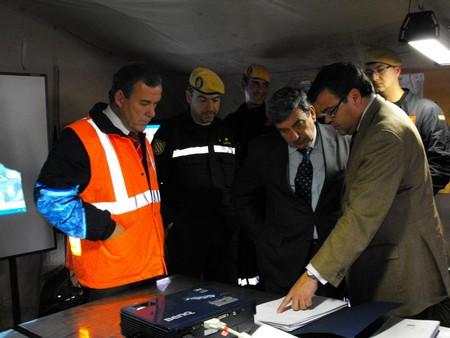 El delegado del Gobierno en Andalucía, Luis García Garrido, ha visitado el puesto de mando instalado por la Unidad Militar de Emergencia en Écija/SA