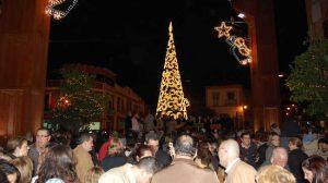 Con el encendido del alumbrado extraordinario dan comienzo las actividades navideñas en la calle