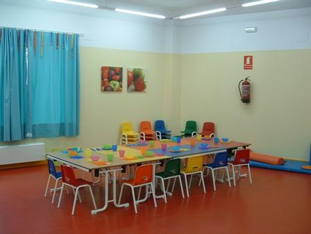 La Escuela Infantil cuenta con 3 aulas, comedor y servicio de lavandería./A.Copete