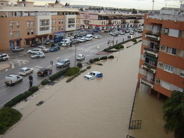 Vista parcial de una de las avenidas del municipio, anegada por el agua