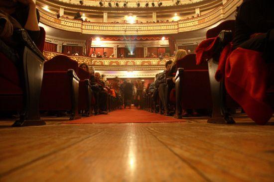 Los teatros y salas escénicas de Sevilla tendrán menos público por el recorte de presupuesto a el sestor escénico. /Blancgc