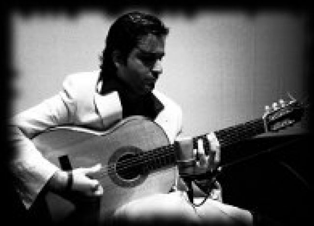 Este segundo concierto estará dedicado al flamenco, y correrá a cargo del joven guitarrista flamenco Eduardo Trassierra que actuará acompañado por el bajista Pablo Pradas.