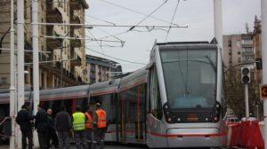 El nuevo tren es más estrecho y lleva baterías para poder circular en el tramo sin catenarias/Sevilla21.com