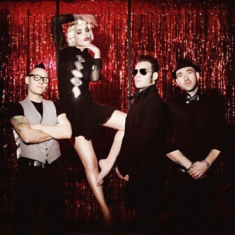 Vinila von Bismark lidera un nuevo grupo musical de rock & roll llamado 'Vinila von Bismark & The Lucky Dados'