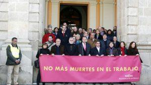 Concentración esta mañana en la puerta del Ayuntamiento de Sevilla/SA