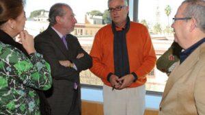 El convenio ha sido firmado por Fernando Rodríguez Villalobos, Diputación y el alcalde de Mairena, Antonio Casimiro Gavira/Diputación.