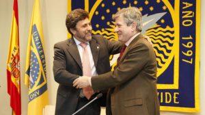 Juan Jiménez, rector de la Universidad Pablo de Olavide, y Enrique Barón Crespo, presidente de la Fundación Europea para la Sociedad de la Información y la Administración Pública. /SA