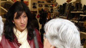 Pilar González en una visita al mercado de la Macarena/SA