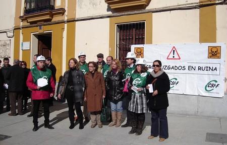 El PP y el PA se han querido sumar a las manifestaciones de los trabajadores de los juzgados de Alcalá./SA