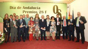 Foto de familia de los premiados en esta edición