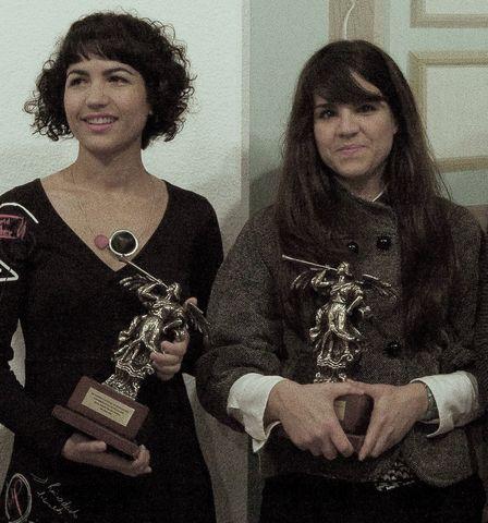 María Soledad Moraño y Gloria Martín con sus premios/US