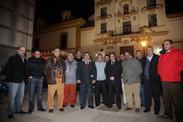 Zoido con representantes de las bandas de música de la ciudad