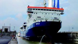 El 'Reyes B' es el buque de mayor manga que ha accedido al Puerto de Sevilla hasta la fecha/answer creative