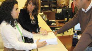 Encarnación Milla entregó 4.000 firmas/SA