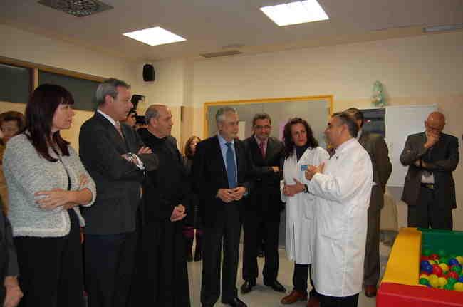 El alcalde ha estado acompañado del presidente de la Junta y de la consejera de Bienestar Social