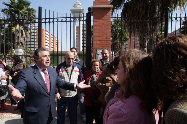 Juan Ignacio Zoido esta mañana en Jardines de Hércules, en Bellavista/PP