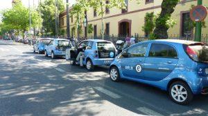 Los coches eléctricos se instalarán en la Cartuja, donde los usuarios pagarán por tiempo y distancia recorrida