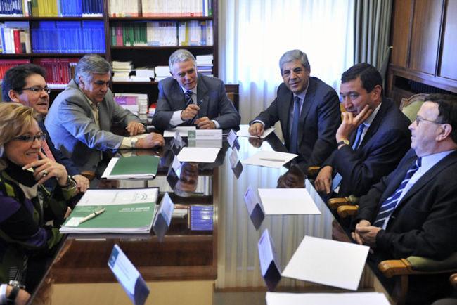 El consejero Menacho ha mantenido esta mañana una reunión con los profesionales de la Justicia en Sevilla