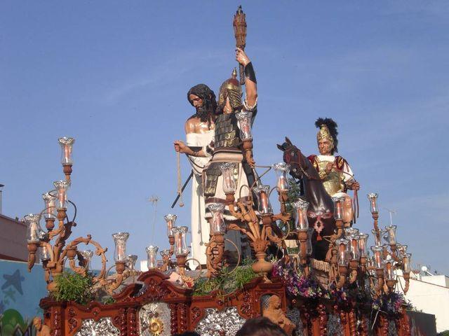 El barco de La Milagrosa es el más grande de cuantos procesionan en la Semana Santa/anegelespinola