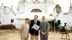 alcalde-firma-viviendas-hacienda-el-rosario-110511