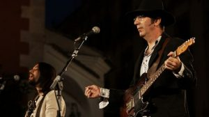 El grupo sevillano que rinde tributo a los Beatles ofrecerá un concierto benéfico para los damnificados de Haití. / rafaeltovar