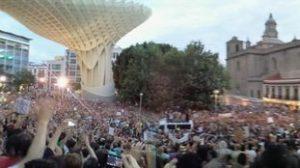 Han sido miles los manifestantes que han vuelto a pedir una 'Democracia Real Ya' en las calles de Sevilla/@Brero
