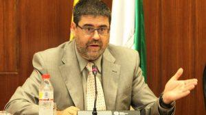 Antonio M. López Hernández durante su comparecencia hoy en el Parlamento