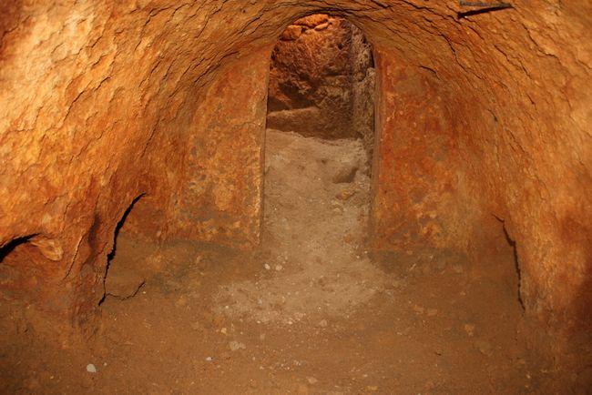 Entre los hallazgos se encuentran una serie de cámaras funerarias y tumbas individuales de época romana