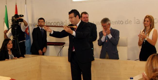 javier-fernandez-pleno-constitucion-ayuntamiento-110611