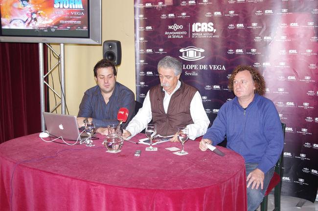 Iñaki Fernández, Productor, Juan Víctor Rodríguez, director del Lope de Vega y Gabriel Chamé, actor, durante la presentación de 'Storm'/angelespinola