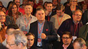 José Antonio Viera, secretario provincial del PSOE de Sevilla, celebra la designación de Alfredo Pérez Rubalcaba como Secretario General del PSOE en el 38Congreso / Fotografía de Juan Carlos Romero
