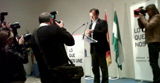 El candidato de UPyD, Martín de la Herrán, ha iniciado la campaña en Sevilla/SA