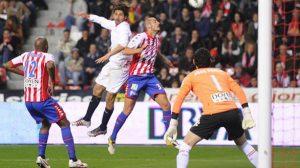 El único gol del Sporting decantó el partido para los locales/Sevilla FC