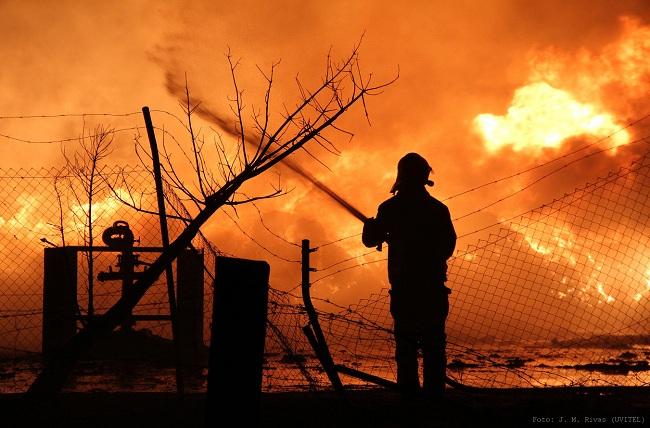fuego-planta-reciclaje-palacios-230812