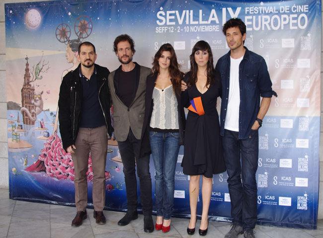 De izquierda a derecha: Torregrossa, Daniel Grao, Clara Lago, Carmen Ruiz y Andrés Velencoso/Ángel Espínola