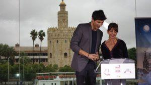 El actor y modelo Andrés Velencoso y la actriz Victoria Abril, durante la presentación de las nominaciones/Ángel Espínola