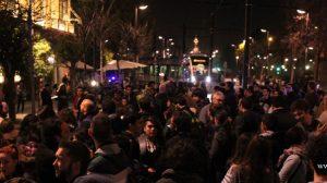 Una concentración ante la sede del Partido Popular de Andalucía forzó la interrupción del servicio de tranvia urbano de Sevilla / Juan C. Romero