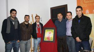 El estudiante local Carlos García es el autor de la obra que anunciará la fiesta. / Prensa Mairena del Alcor